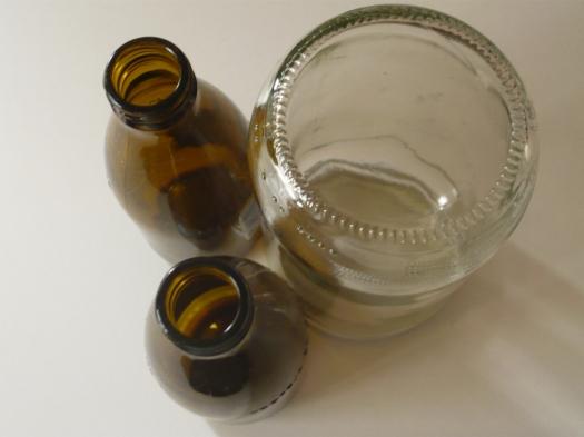 Frasco y dos botellas