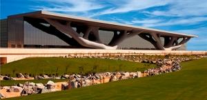 Centro de Convenciones de Doha. Su arquitecto, el japonés Arata Isozaki