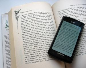 Libro electrónico y en papel