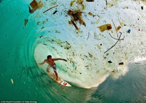 Surfing entre plásticos