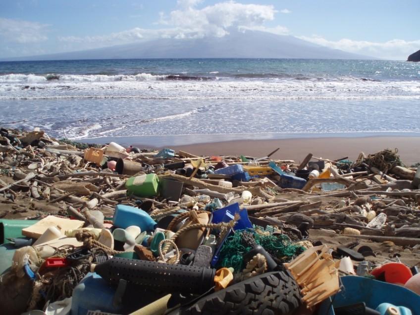 Residuos en playa de Hawái