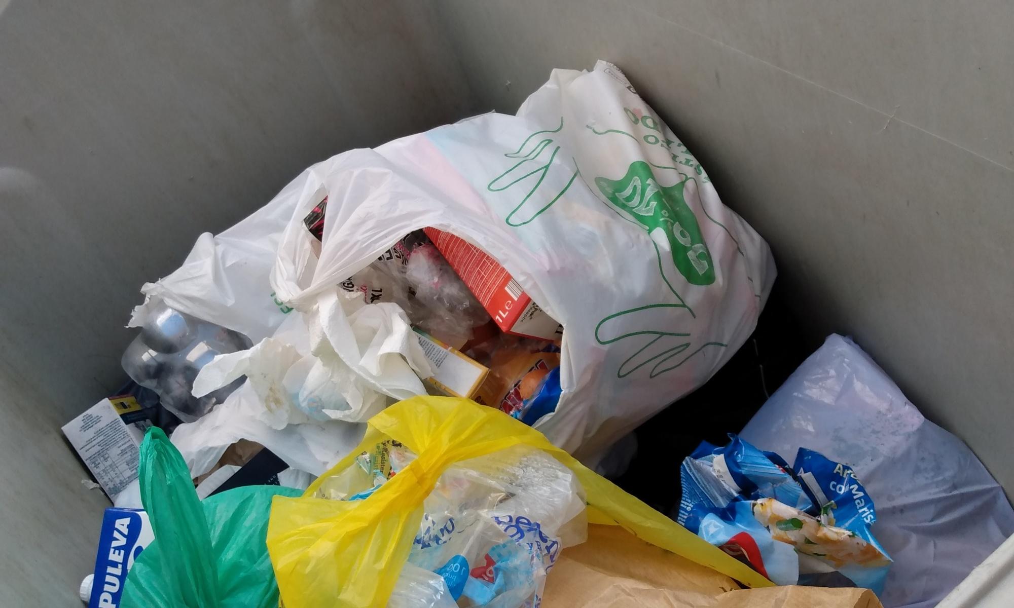 Contenedor de basura orgánica, Barrio San Isidro,Madrid