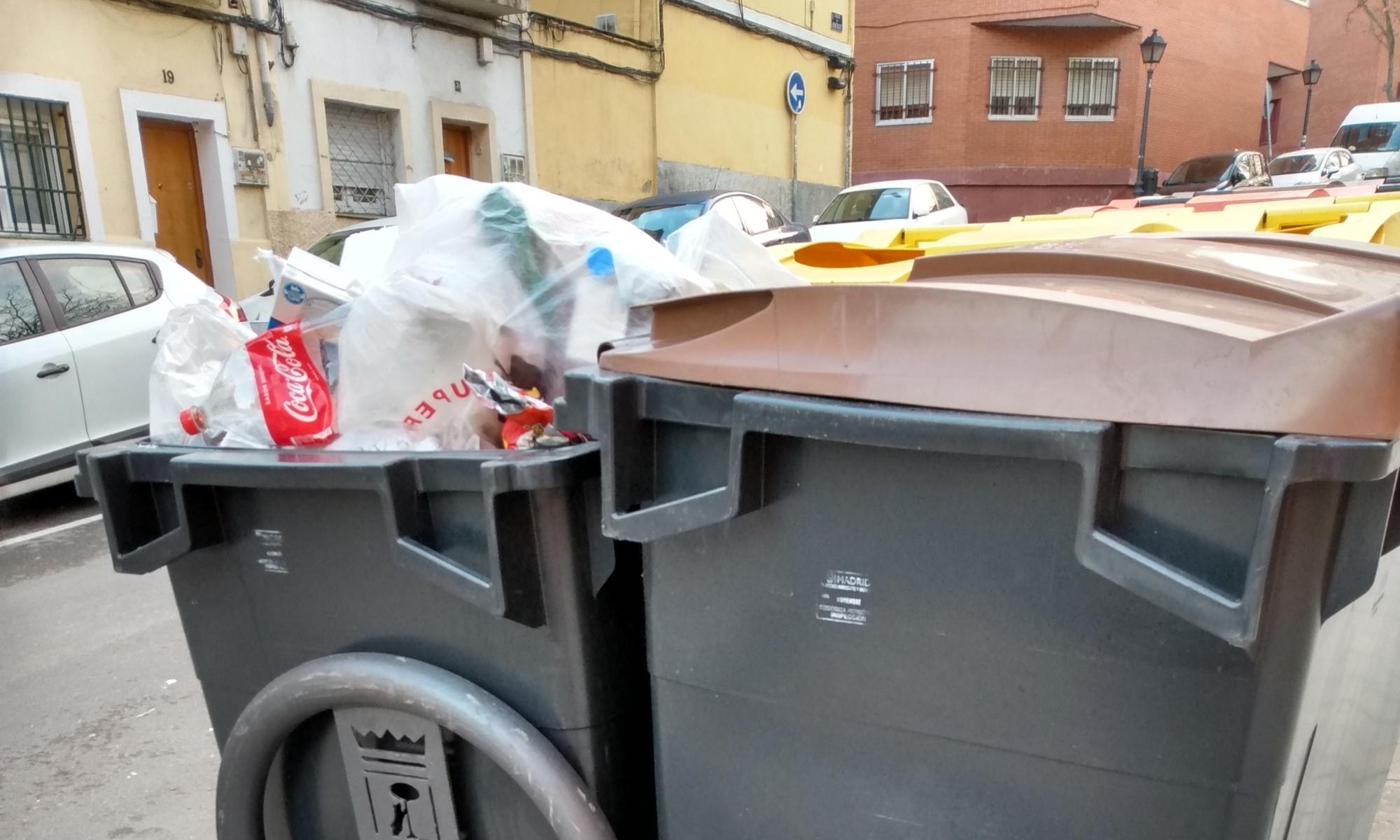 Contenedor de orgánico en calle de Madrid